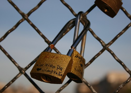 Love-Tradition-Pont-des-Arts-Paris.jpg