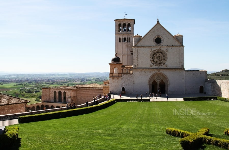 Gorgeous city of Assisi in Italy from @insidetravellab