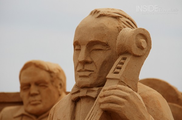 Sand sculptures in Barcelona - conductor