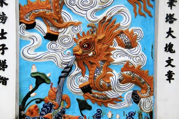 Dragon at the edge of Hoan Kiem lake