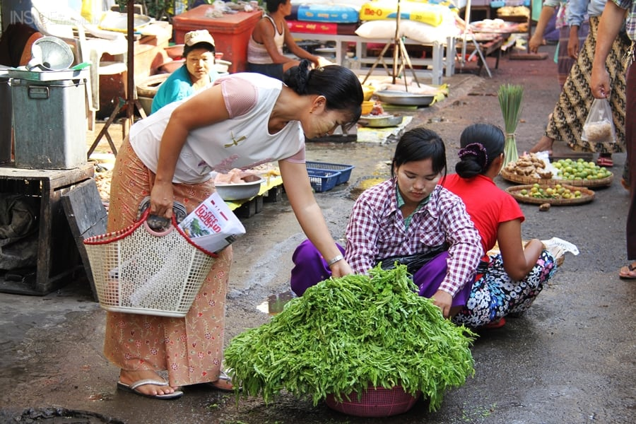 Women in Rangoon market