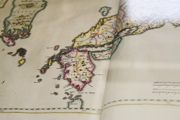 Old Maps in Marsh's Library via @insidetravellab