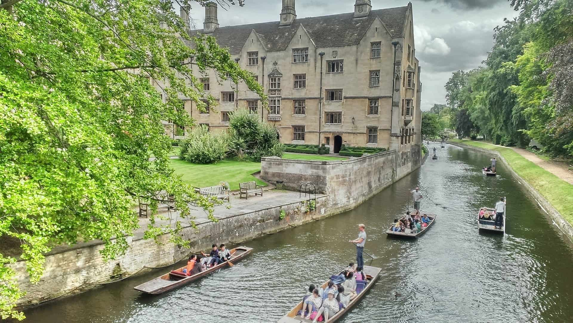 Cambridge punting on the river