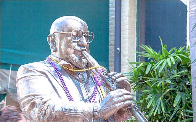 USA - New Orleans - Statue - Musician