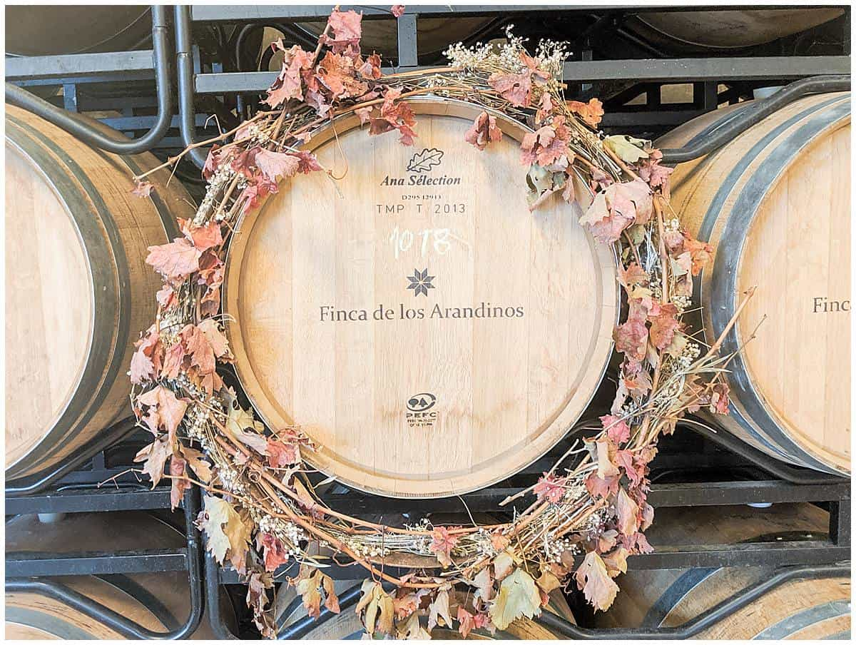Finca de los Arandinos - decorated wine barrel in La Rioja