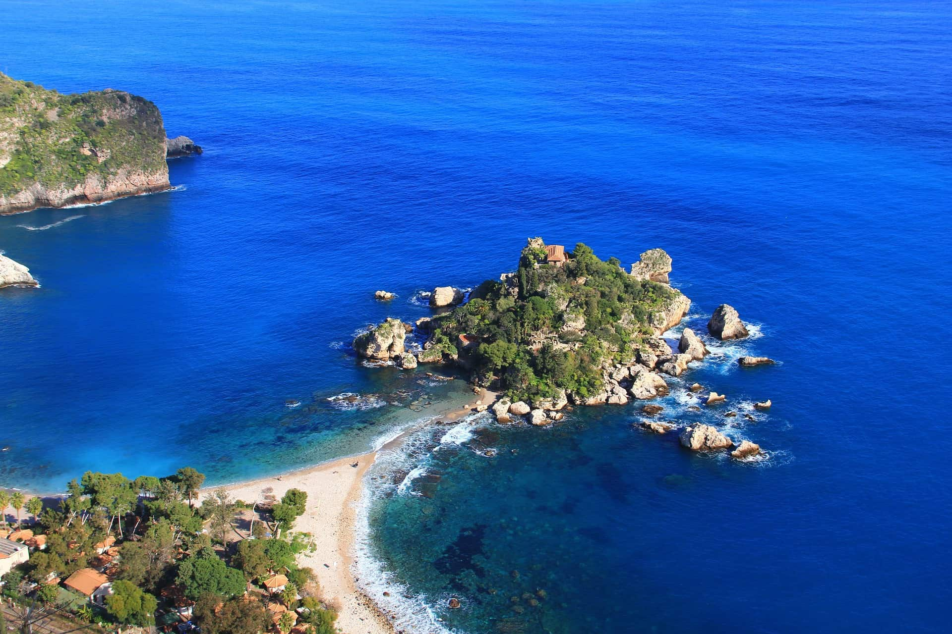 Interesting facts about Italy article - blue seascape