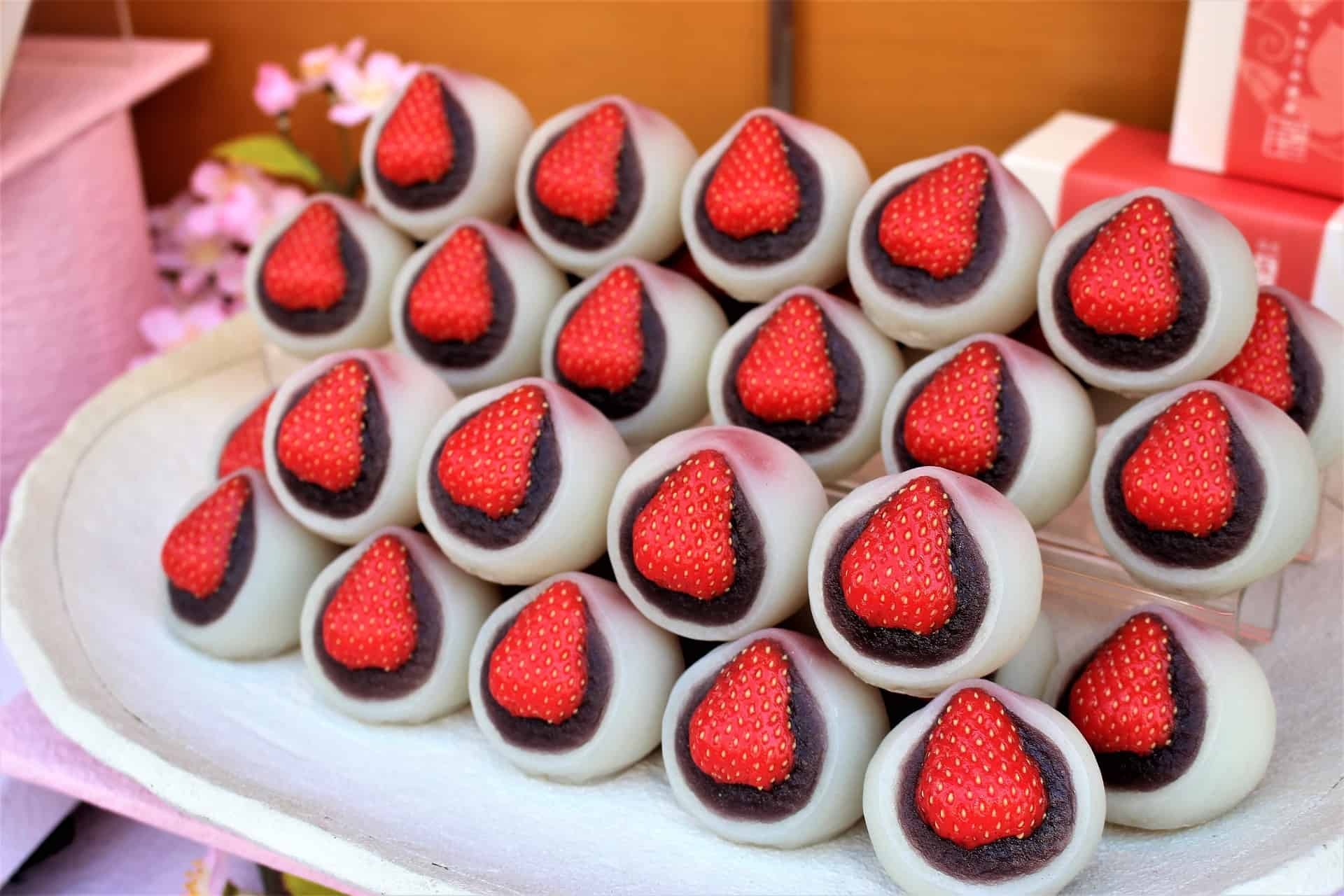 Japanese Cultural Facts - snack boxes with strawberry and mochi