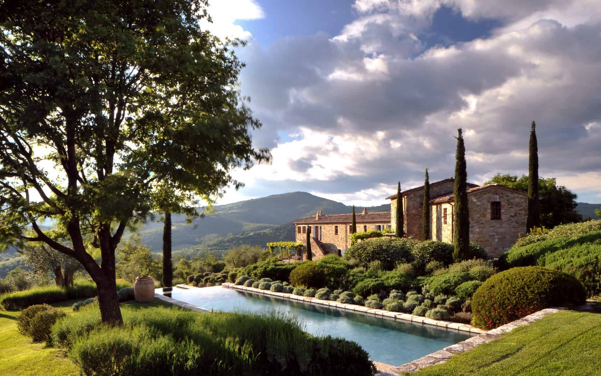 Italy - Umbria - Places to stay - col-delle-noci-top-luxury-villa-rental-umbria-umbertide-01