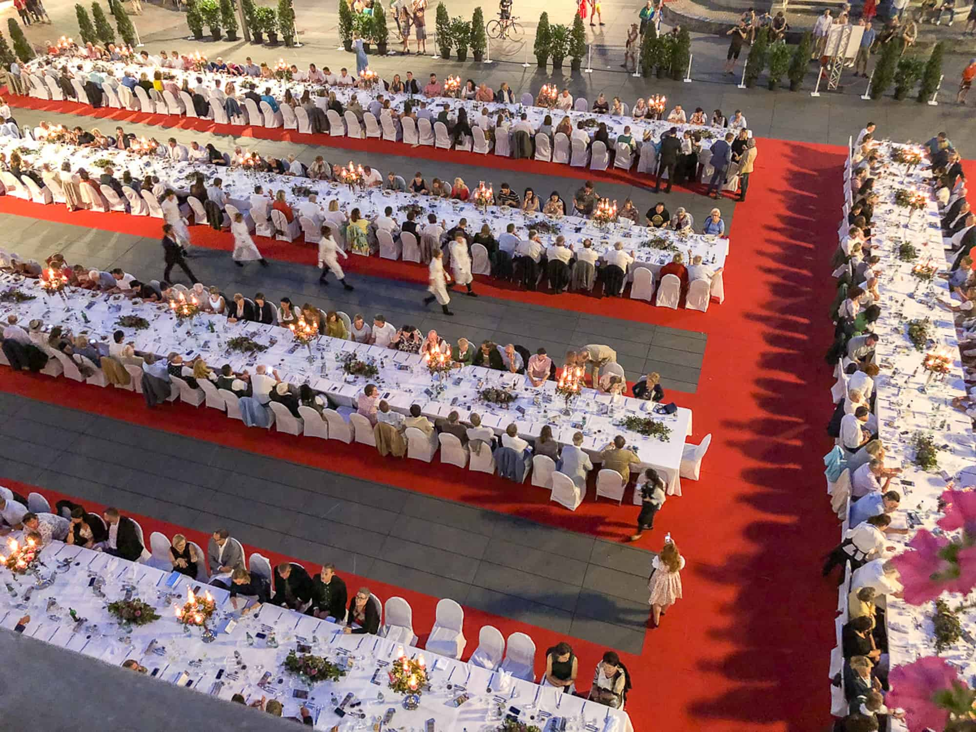 Food and drink trivia questions - long table in Graz